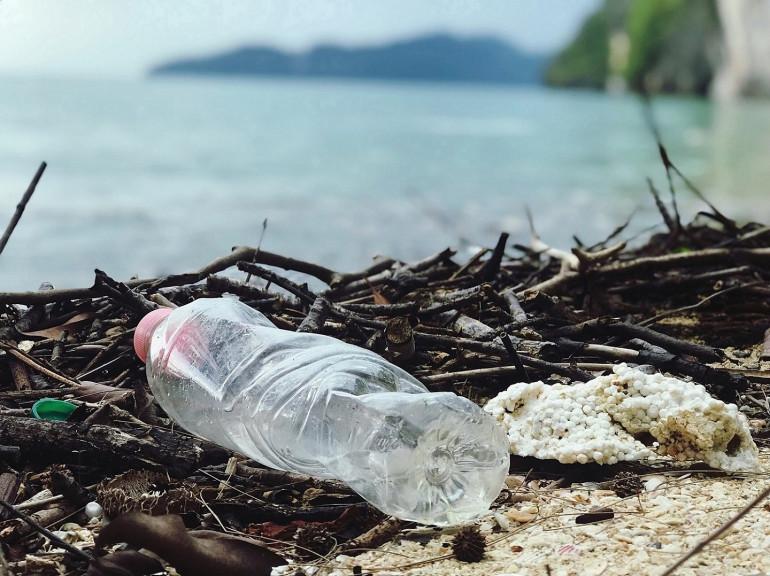 Cemaran Mikroplastik; Potret Susahnya Mengubah Kebiasaan Manusia